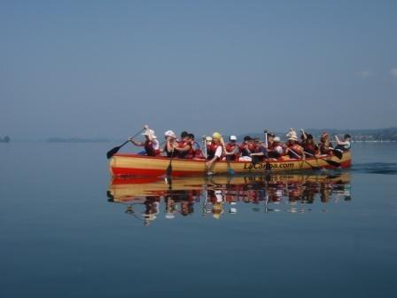 Ein 12er-Teamkanu auf dem Bodensee